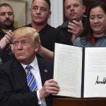 Počinje trgovinski rat: Trump objavio uvođenje carina na uvoz čelika i aluminija